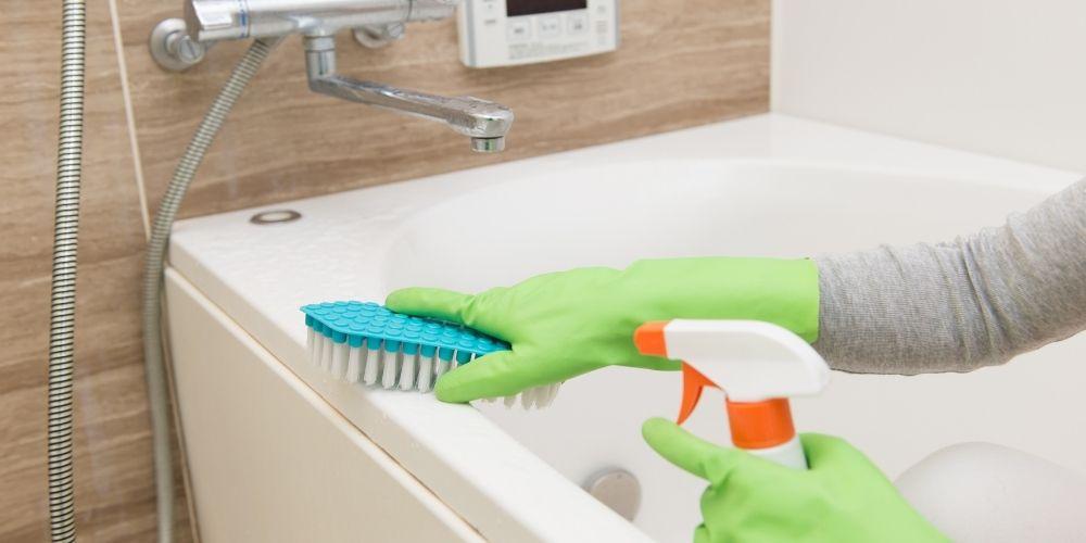 How to Maintain a Clean Bathtub